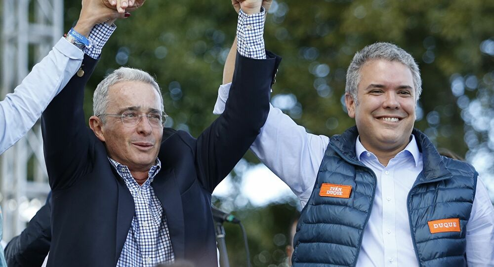La detención de Álvaro Uribe en memes - larazon.cl